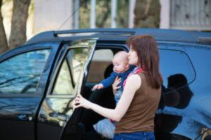 une assistance maternelle en déplacement